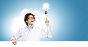 Docteur drôle avec le panneau d'affichage Photo libre de droits