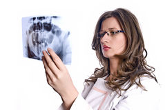 Docteur Examining X-Ray Photo stock