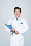 Docteur expérimenté de sourire photo libre de droits