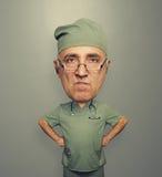 Docteur fâché de crâneur en verres Image stock