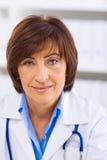 docteur féminin aîné   Image libre de droits