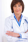 docteur féminin aîné   Photo stock