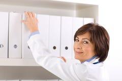 docteur féminin aîné   Images stock