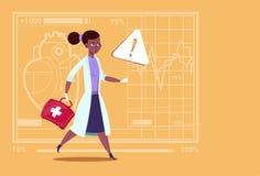 Docteur féminin African American Run de secours avec l'hôpital de travailleur de cliniques médicales de premiers secours de boîte Illustration Stock