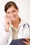Docteur féminin au téléphone photos libres de droits