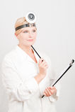 Docteur féminin avec le dépliant Photo libre de droits