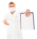 Docteur jugeant le diagramme blanc d'isolement sur le blanc Image stock
