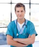 Docteur mâle heureux photographie stock libre de droits