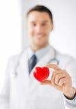 Docteur masculin avec le coeur Photos libres de droits