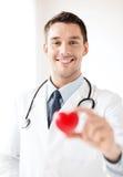 Docteur masculin avec le coeur Photo stock