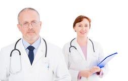 Docteur masculin et féminin d'isolement sur le fond blanc, foyer sélectif, l'espace de copie, assurance-maladie photographie stock libre de droits