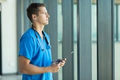 Docteur masculin réfléchi Image libre de droits