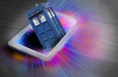 Docteur qui hors du vortex de trou noir de voyage dans l'espace de tardis de cadre photographie stock