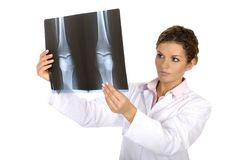 docteur regardant le rayon X Images libres de droits