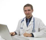 Docteur s'asseyant dans le bureau au bureau photo libre de droits
