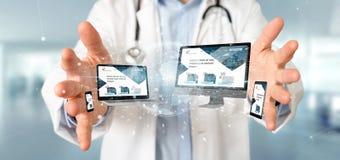 Docteur tenant des dispositifs reliés à un rendu du réseau 3d d'affaires globales photo stock
