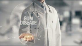 Docteur tenant la maladie des gencives disponible