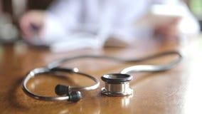 Docteur Writes Prescriptions clips vidéos