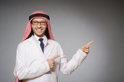 Doctor árabe en diversidad foto de archivo