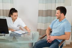 Doctor advising male patient Royalty Free Stock Photo