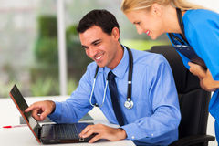 Doctor assistant computer Royalty Free Stock Photos