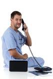 Doctor caucásico acertado joven del hombre, radiografía Imágenes de archivo libres de regalías