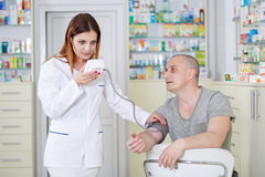 Doctor checking blood pressure Royalty Free Stock Photography