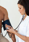 Doctor checking the blood pressure of a pat Royalty Free Stock Photography