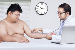 Doctor checking the patient heartbeat Stock Photography