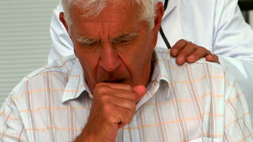 Doctor checking a patients cough Royalty Free Stock Photography