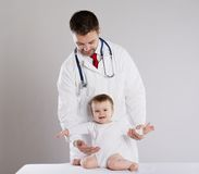 Doctor and child Royalty Free Stock Photos