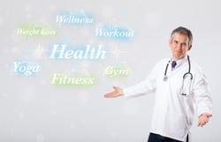 Doctor clínico que señala a la colección de la salud y de la aptitud de wor Foto de archivo