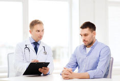 Doctor with clipboard and patient in hospital Royalty Free Stock Images