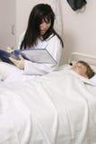 Doctor con el niño fotografía de archivo libre de regalías
