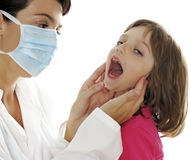 Doctor con el pequeño paciente Fotos de archivo libres de regalías