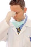 Doctor con exceso de trabajo y cansado Imágenes de archivo libres de regalías