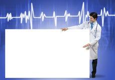 Doctor con la bandera Imagen de archivo