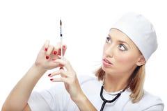 Doctor con la jeringuilla single-use Foto de archivo libre de regalías