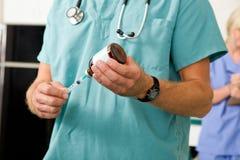 Doctor con la medicina Imagen de archivo libre de regalías