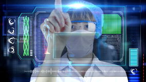 Doctor con la tableta futurista de la pantalla del hud Bacterias, virus, microbio metrajes