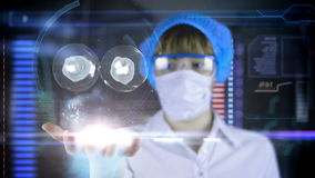 Doctor con la tableta futurista de la pantalla del hud División de célula Concepto médico del futuro ilustración del vector