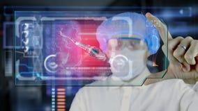 Doctor con la tableta futurista de la pantalla del hud Esperma, óvulo de los spermatozoons a la célula de huevo Concepto médico d almacen de metraje de vídeo