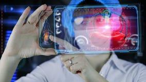 Doctor con la tableta futurista de la pantalla del hud Glóbulo rojo y robot nano Concepto médico del futuro libre illustration