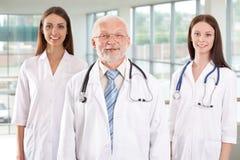 Doctor con las enfermeras Imágenes de archivo libres de regalías