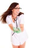 Doctor con las píldoras en el concepto blanco de la salud del personal médico del fondo Fotografía de archivo libre de regalías