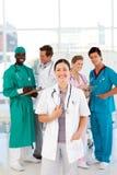 Doctor con los colegas en el fondo Imagen de archivo libre de regalías