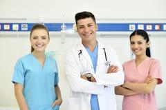 Doctor con su equipo Fotografía de archivo libre de regalías