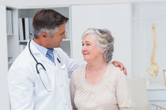 Doctor consoling senior woman in clinic Royalty Free Stock Photography