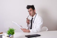 Doctor consulting reports Royalty Free Stock Photography