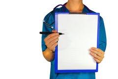 Doctor de la medicina de la mujer en una mano un tema para el paciente imagenes de archivo